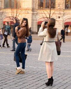 Chicas rusas en las calles de Moscú