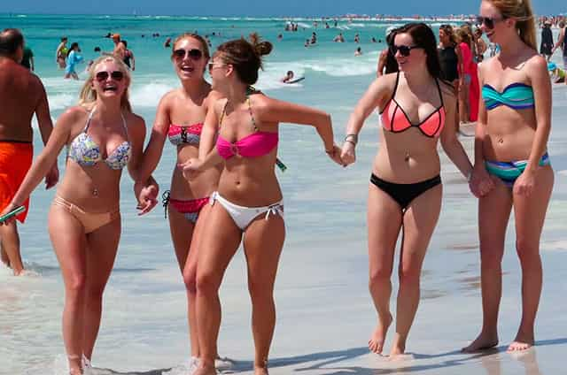 Cancun Girls At The Beach