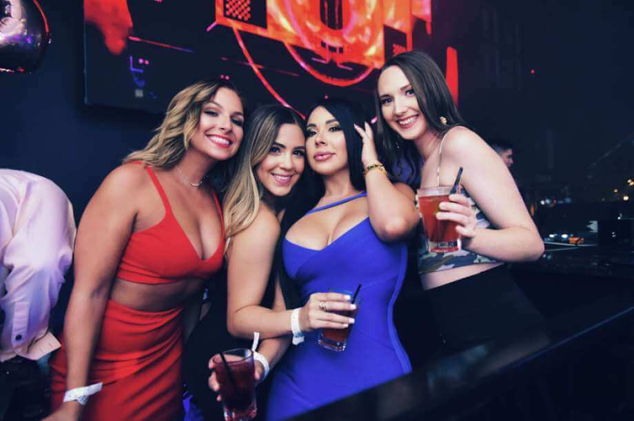 4 San Antonio Girls In a Night Club