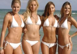 4 hot girls in Mimami wearing bikini